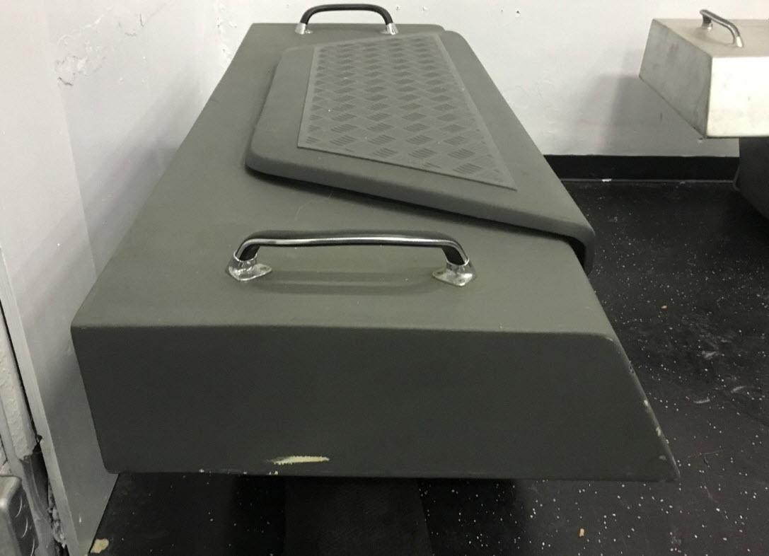 lamborghini-lm002-tool-kit-4