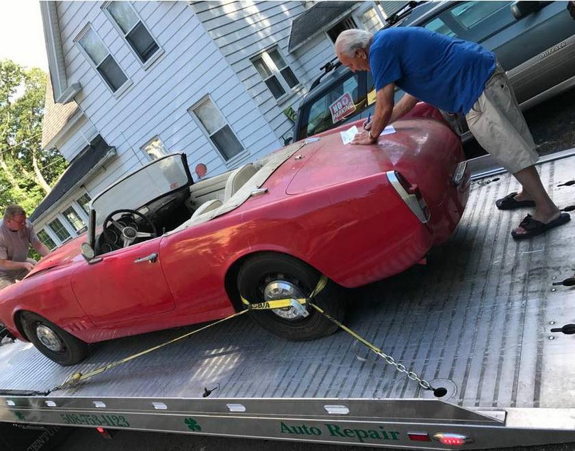 dirtyoldcars.com 1962 Alfa Romeo 2000 Spider Touring Found in Charlton Massachusetts 9