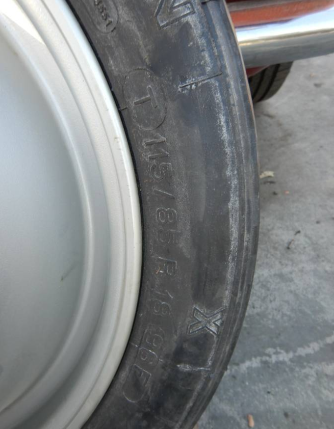 dirtyoldcars.com   Ferrari Testarossa Center Lug Spare Wheel Found in Los Angeles   6
