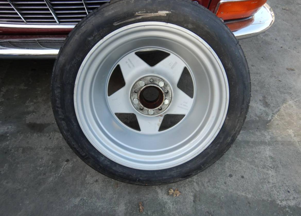 dirtyoldcars.com   Ferrari Testarossa Center Lug Spare Wheel Found in Los Angeles   2