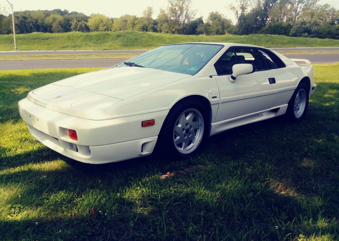 dirtyoldcars.com   1989 Lotus Esprit Turbo SE  White Found in New Jersey   1
