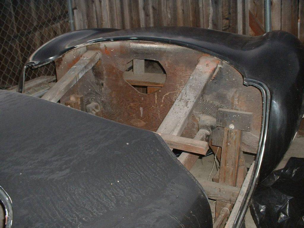 dirtyoldcars.com  AC Cobra Mold  13