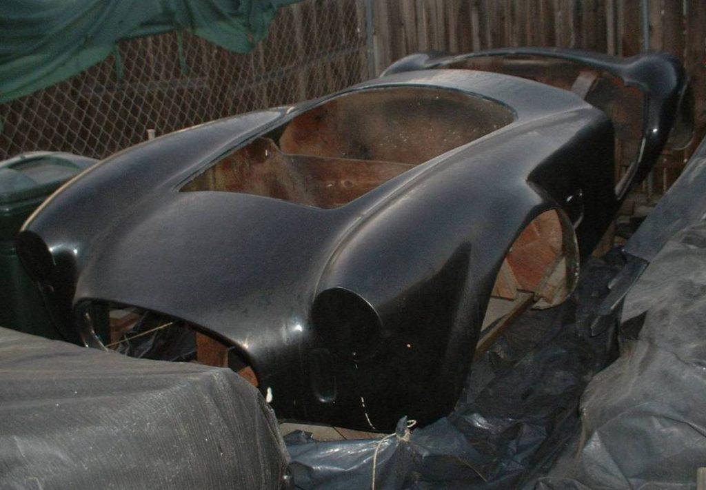 dirtyoldcars.com  AC Cobra Mold  11