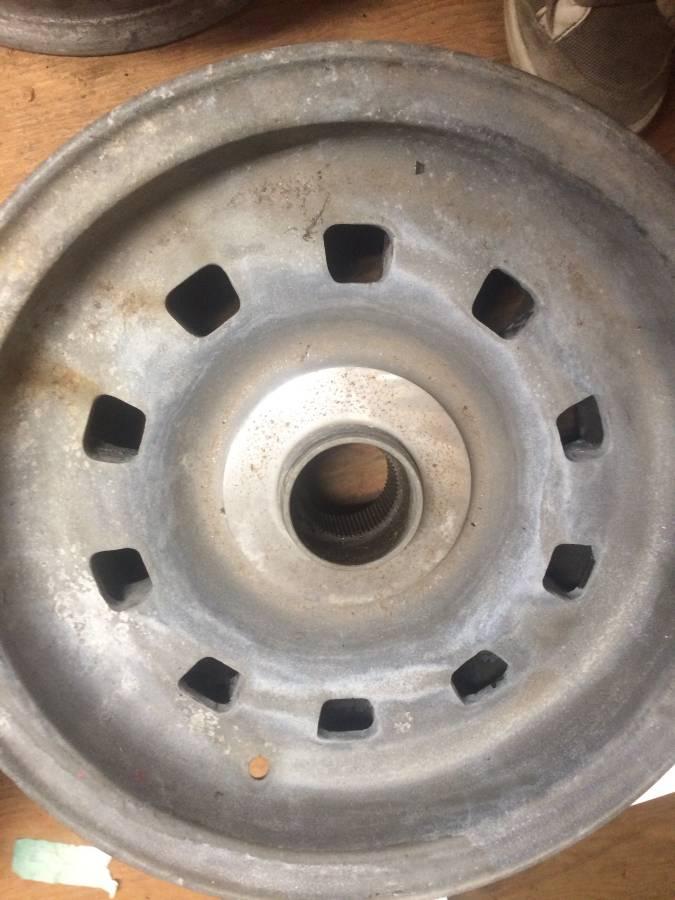 dirtyoldcars.com  ferrari 330GTC Wheels   5