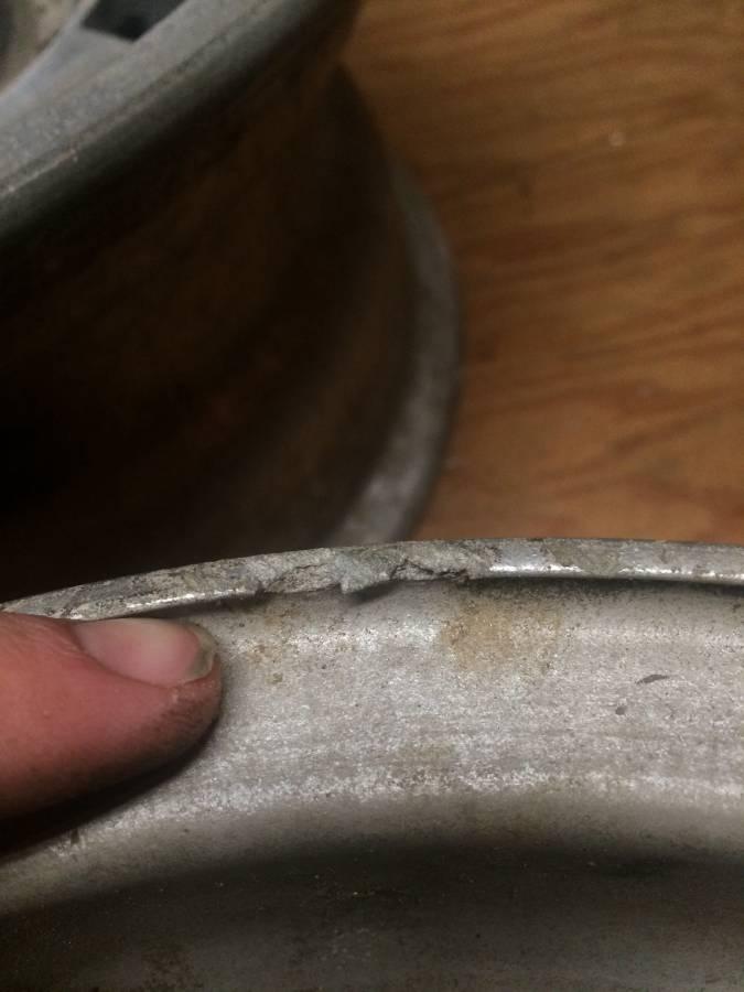 dirtyoldcars.com  ferrari 330GTC Wheels   2