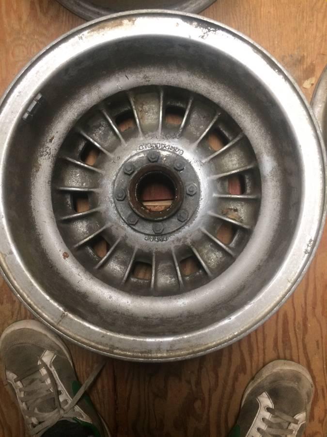 dirtyoldcars.com  ferrari 330GTC Wheels   8